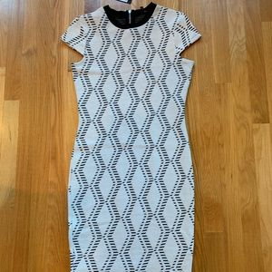 Fitted dress with cap sleeves